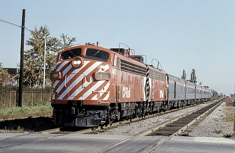 CP_1402_at_Montreal_West.jpg